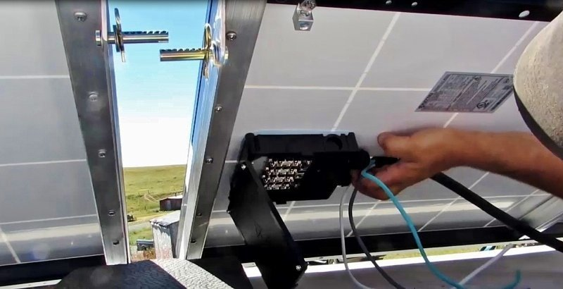 Hooking up the roof top RV solar panels