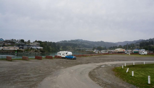 Beachfront RV park dry camping Brookings Oregon