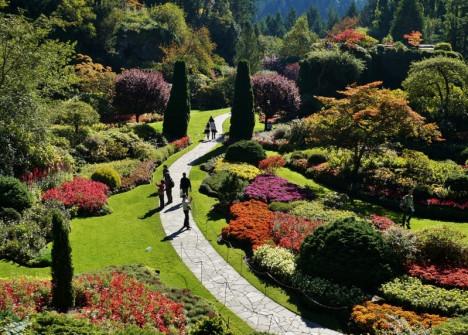sunken-garden-walkway