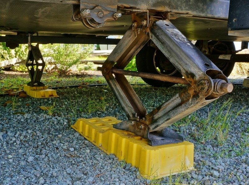 Lubing My Fifth Wheel Trailer - Love Your RV!