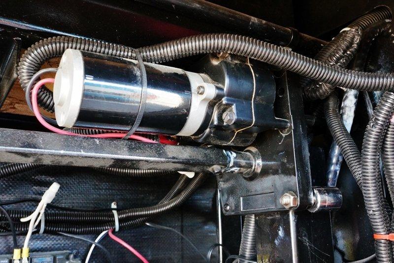 broken gear box  lippert 276602 venture fifth wheel landing