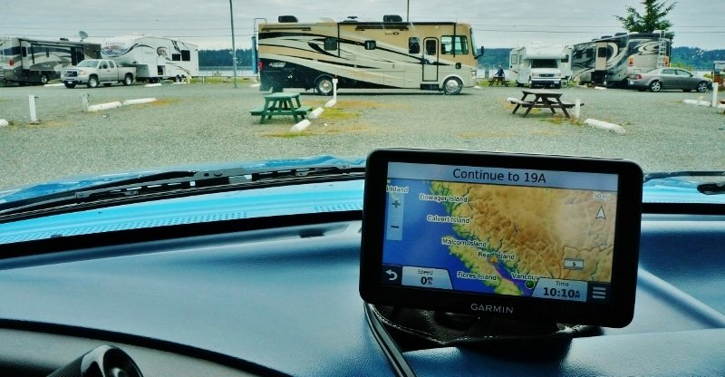 Garmin RV 760LMT GPS mounted on dash