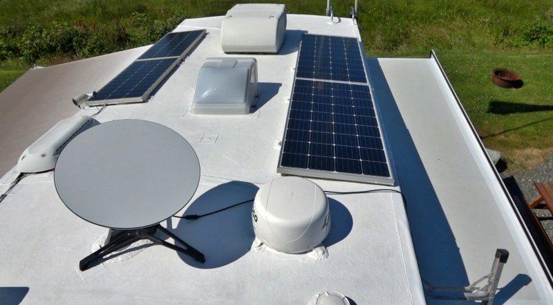White UV Heat Reflective Coating on Roof
