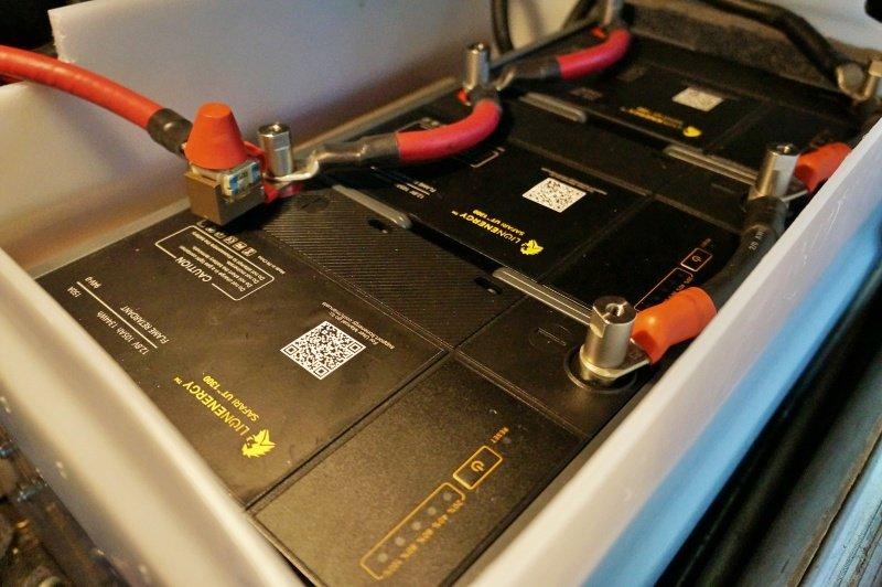 Lion Energy Safari UT1300 batteries